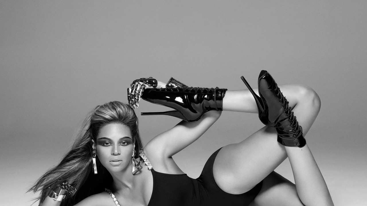 Beyonce Posing Wallpapers