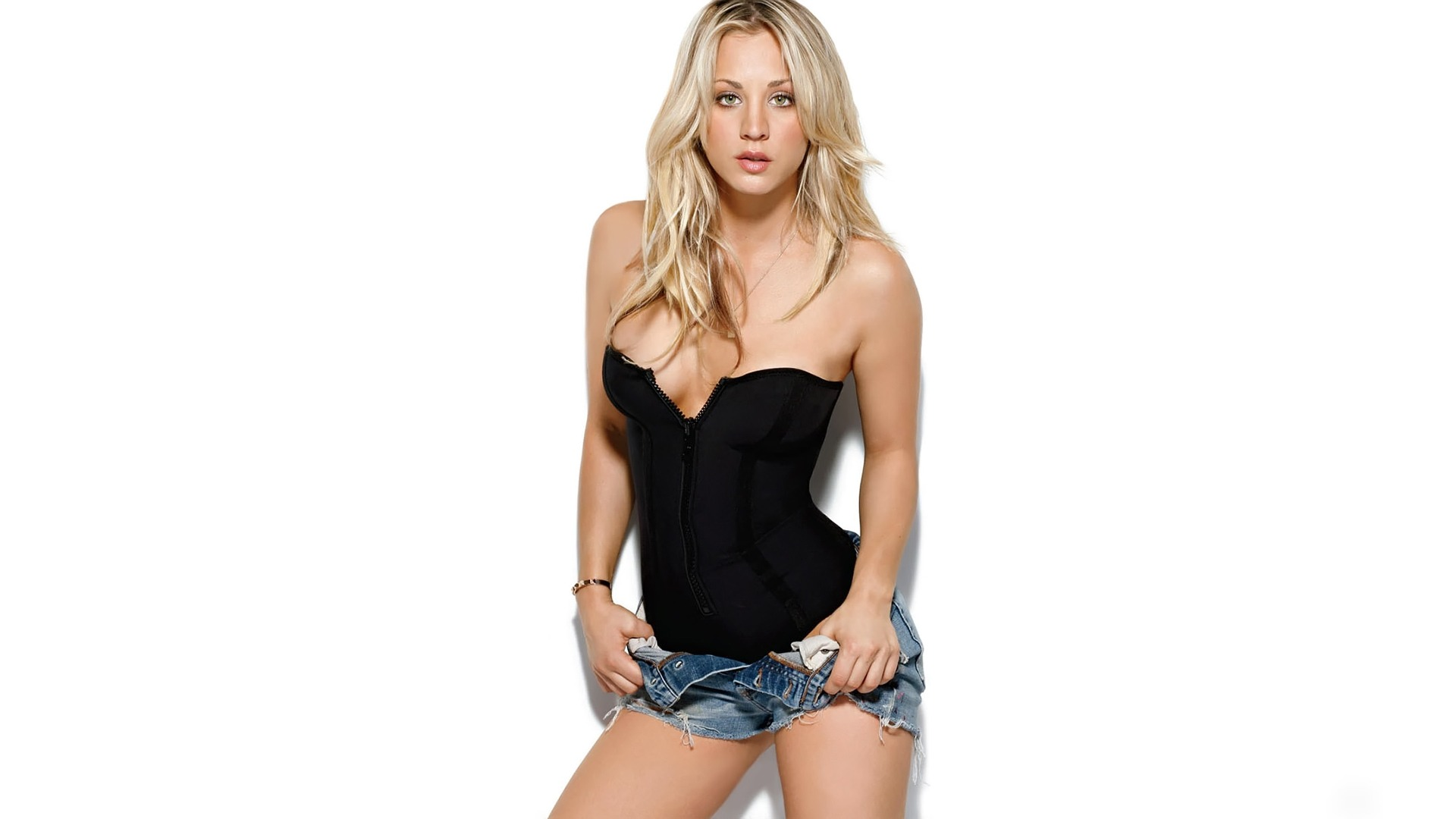 Kaley Cuoco Very Nice Wallpapers