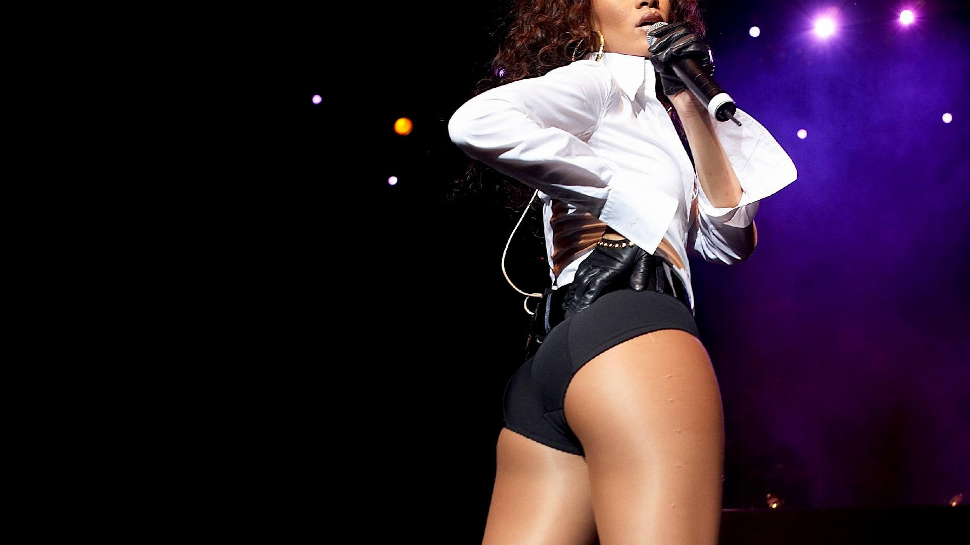 Rihanna Rear View Wallpapers